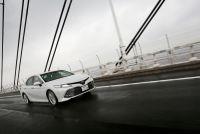 【新車カムリ試乗】日本で生まれ北米が鍛えたハイブリッドは、どこまでも走りたくなる快適性と低燃費を得た