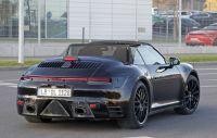 フラップタイプのドアノブが復活。新型ポルシェ・911カブリオレ、初のルーフオープン
