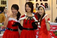 「スカート短すぎ、っていうか見えてるっ。」美脚で有名な吉田由美さんがつぶやいた悩殺ミニスカサンタ!【MEGAWEBフェスタ】