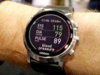 CES 2017 - オムロン ヘルスケア、腕時計型の血圧計と喘息発作の検知器を参考出展