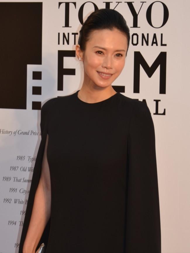 TIFF2014>中谷美紀「映画ファンが多いことを実感」黒のドレス姿で会場 ...