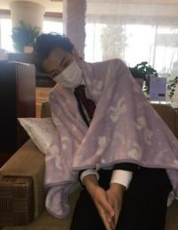"""高橋克典、三浦翔平の""""病人姿""""を公開 イケメンすぎて同情されない!?"""