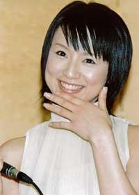 鈴木亜美、キュートなユニフォーム姿披露で劣化疑惑を完全払拭?「高岡奏輔との野球観戦デートを思い出してしまう」の声も