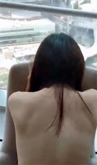 """5つ星ホテルで立ちバックに放尿まで……上海証券OLの""""ゲス不倫""""ハメ撮り流出→渦中の企業が株価上昇の怪"""