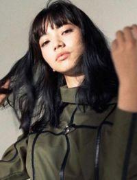 今や若手モデル・女優のトップの1人となり、ファッションアイコンとして一部の若い女子たちから絶大な支持を集めている小松菜奈。その人気の理由は、\u2026