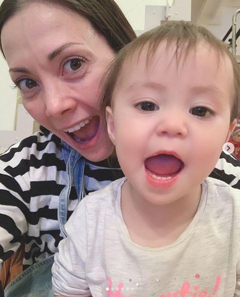 うりふたつ」土屋アンナ、次女らとの写真&36歳の誕生日報告に反響 ...