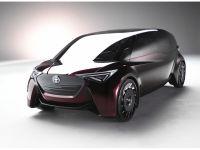 トヨタ、「燃料電池車は諦めない」──新しいFCVのカタチを提案