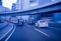 LED市場を牽引する車載向け分野。日本の技術力が赤色LEDの問題を解決