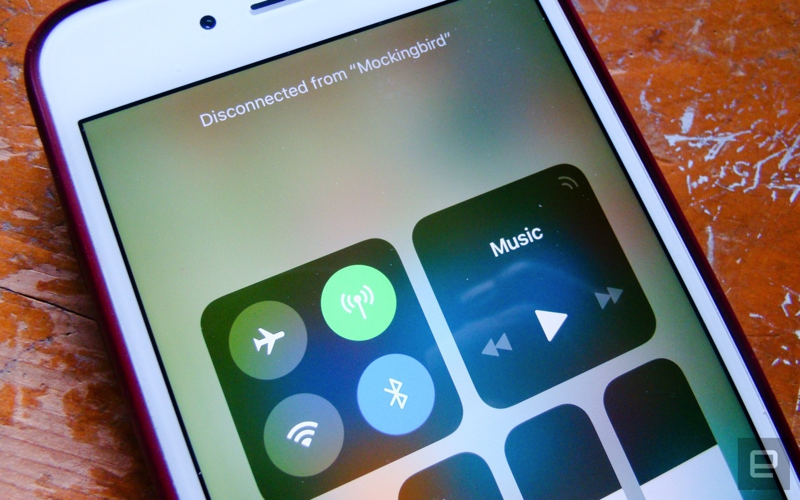 iOS 11のコントロールセンターはWiFi/Bluetoothをオフにせず。完全オフは「設定」から
