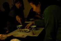 まっ暗闇でお食事会?!