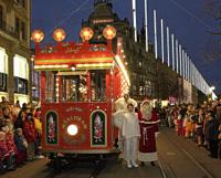 サンタクロースが運転するメルヘン電車
