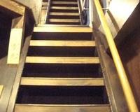 おばあちゃんちの急な階段は違法じゃないのか