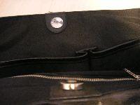 バッグのマグネット、携帯電話に影響ないの?
