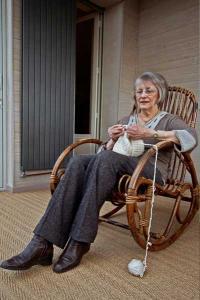 フランスのおばあちゃんがニット帽やマフラーを編んでくれるサイト