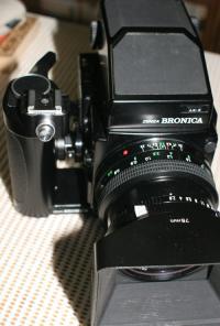 女子は大きな銀塩カメラをどう思う?