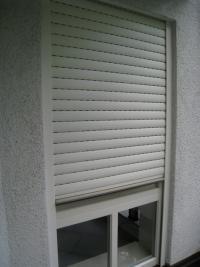 窓はカワイイのに、雨戸がなんだか味気ない~ドイツ