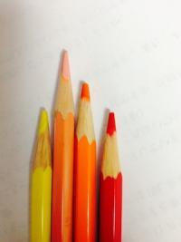 12色色鉛筆に「はだいろ」が入った。リストラされた色は?