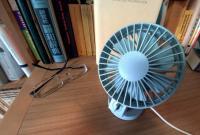デスクの上に置いておきたい、音が静かなUSB卓上扇風機を使ってみた