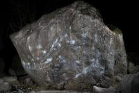 「ガリガリ君」「きたない大岩」「とけたソフトクリーム」と呼ばれる岩がある