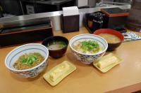 290円で食べられる吉野家の朝メニューの丼2種類を食べてきました