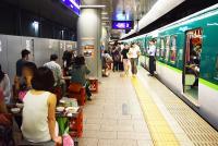 電車とホームが居酒屋に!? 「中之島駅ホーム酒場」で飲んできた