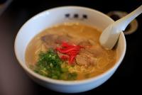 博多ラーメンのゆで具合、ハリガネ・粉落としを超えた「生麺」が爆誕!