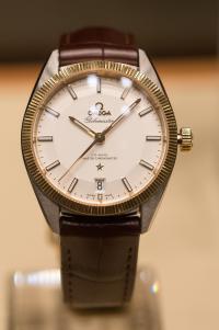 「安倍マリオ」の腕時計を特定しようと愛好家が大盛り上がり
