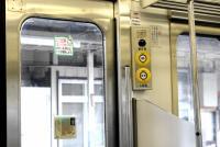 都会人は知らない? 乗客がドアを開け閉めする「ボタン式電車」のマナー