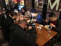 「麺屋空海」の米国進出店で「ラーメンすすりコンテスト」開催 お客の反応は?