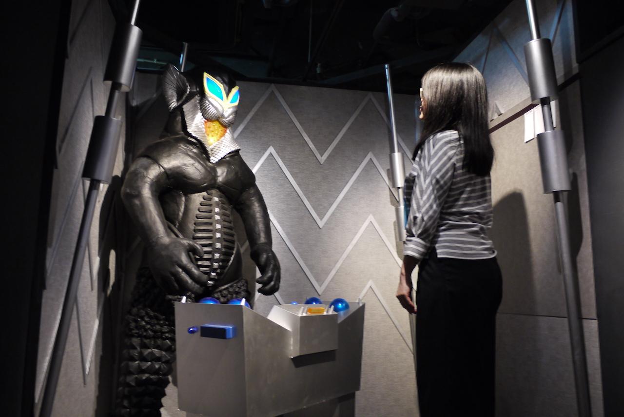 新橋の酒場でウルトラ怪獣と対峙