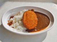 東京モノレールの社員食堂でカレーを味わう