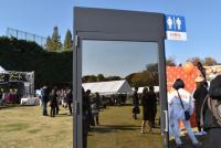 いちょう祭りに「透けるトイレ」が登場 展示の目的をリクシルに聞いてみた