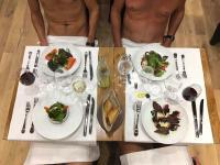 パリで全裸レストラン開店 現地ナチュリスト「これで雪が降っても仲間とご飯を食べられる」