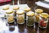 漢方薬剤師が「もうやんカレー」のスパイスを調合する理由