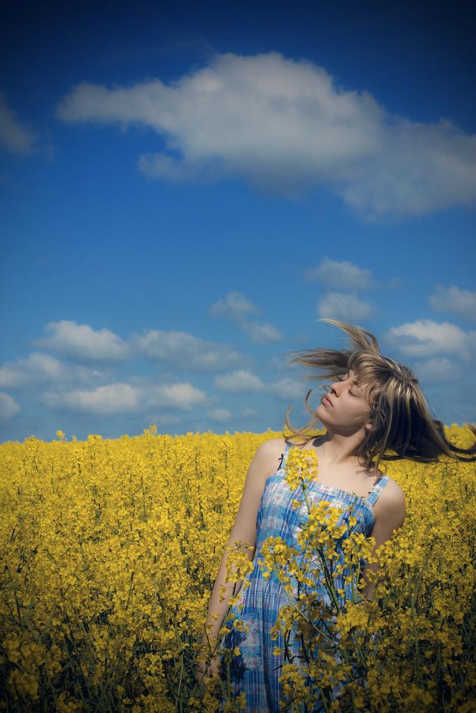 真夏で痛んだ髪のケアする5つの方法 - ローリエプレス