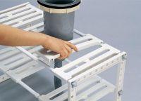 キッチン収納の新発想! 配水管がジャマなら避ければいいんです