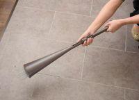 玄関掃除の「メンドクサイ」解決!スマートすぎるグッズの正体とは?
