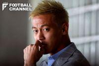 本田圭佑、開幕戦欠場も会場で存在感放つ。「プレーしなくとも違いを生む」