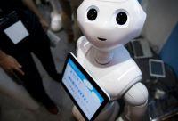 ペッパーにポーカーフェイスは通じない 家庭用ロボットの現状と課題