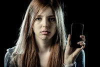 脳を変えるスマホ依存症の怖さ 10代の自殺率にも影響か