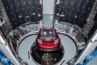 宇宙でドライブされる最初の車、テスラ ロードスター打上げの裏話