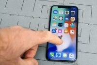 iPhone Xの新CM、秀逸な出来も割高感打ち消せず?