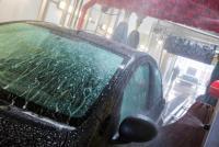 自動ブレーキシステムの意外な盲点、「自動洗車」で立ち往生が多発