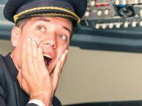 旅客機のパイロットが機内アナウンスを使って仕掛けた「サプライズ」に拍手喝采