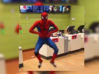 スパイダーマンが踊り狂う動画、再生回数1,600万越え