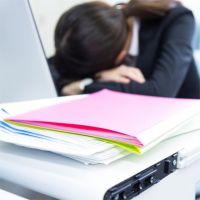 昼寝OKの会社が増えてきた…職場でベストの寝姿勢は?