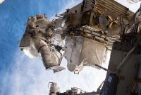 宇宙ステーションで緊急の船外活動 女性船長がてきぱき解決 NASA