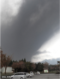 新燃岳「水蒸気噴火からマグマ噴火へ」マグマだまり回復で大規模噴火の恐れ