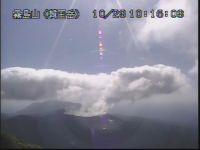新燃岳 火山ガスは減っても「噴煙さかん」地震はきょうも3回