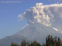 メキシコ富士でも爆発続く ドローンがとらえた巨大火口
